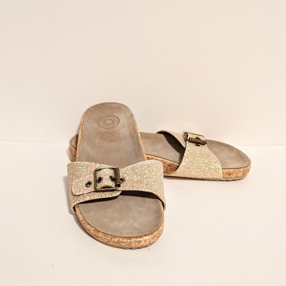 3be89c2ce732 GAP Shoes - 👡NWOT GAP Metallic Sparkle Buckle Sandals Size 7